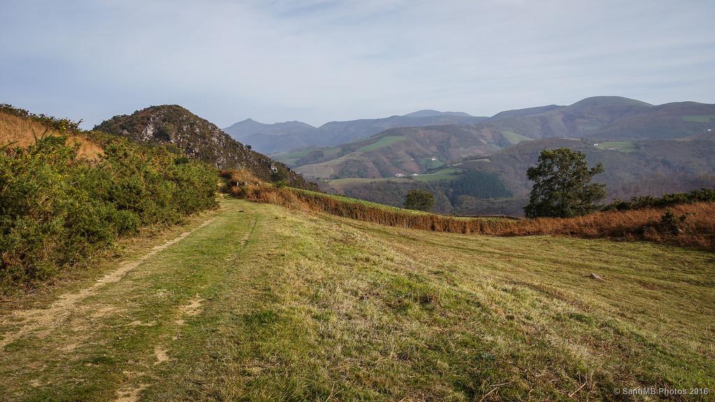 87fd9f6b0 Por el valle de Baztán rodeando el monte Azkar y atravesando el ...