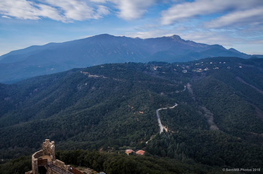 El Montseny visto desde el castillo de Montsoriu