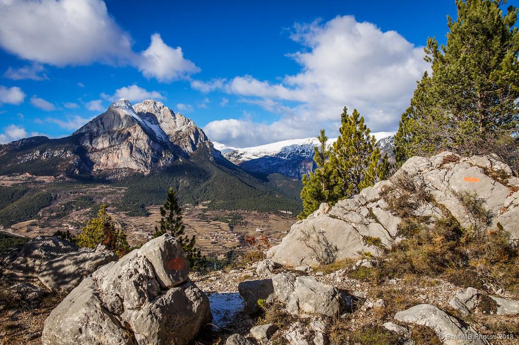 El Pedraforca y Saldes vistos desde las rocas de Els Graus