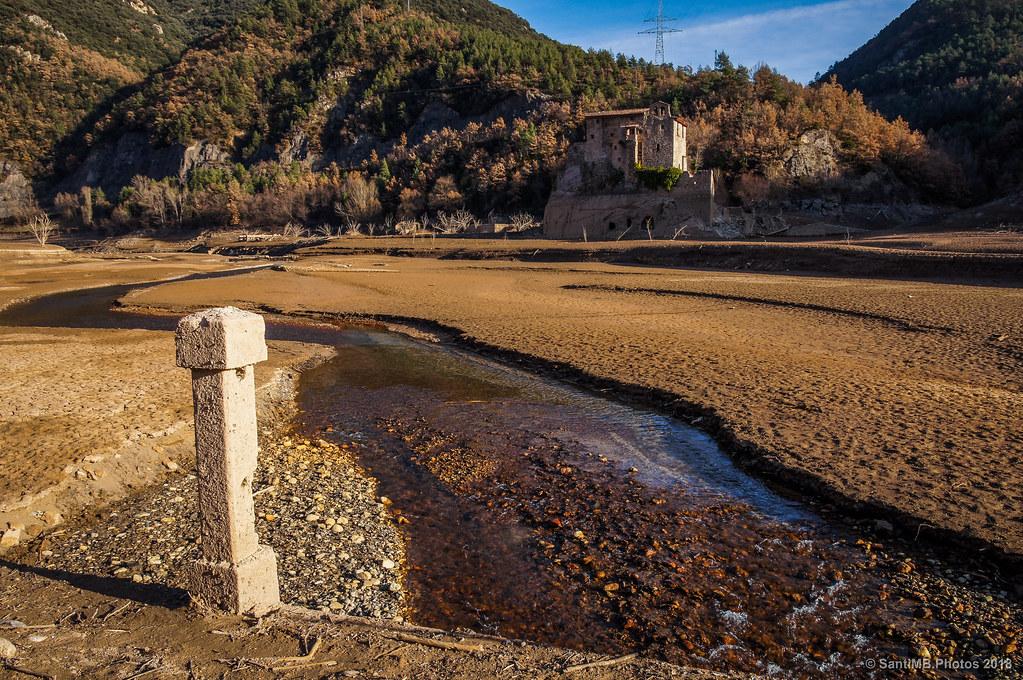 Abadía de Sant Salvador de la Vedella desde el antiguo puente sobre el Llobregat